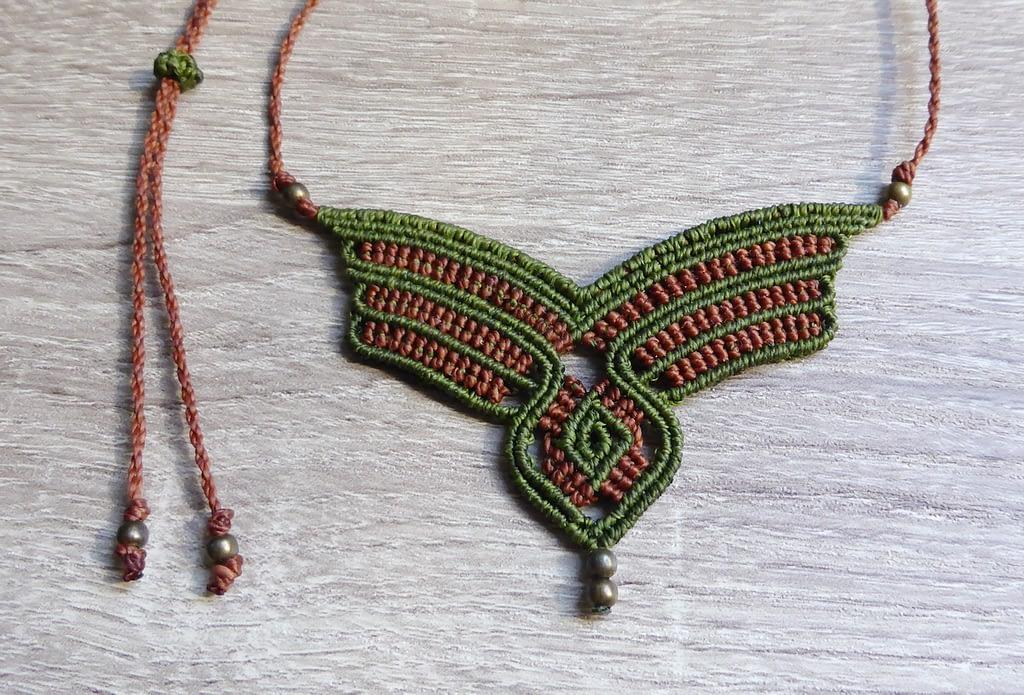 Zelena makrame ogrlica