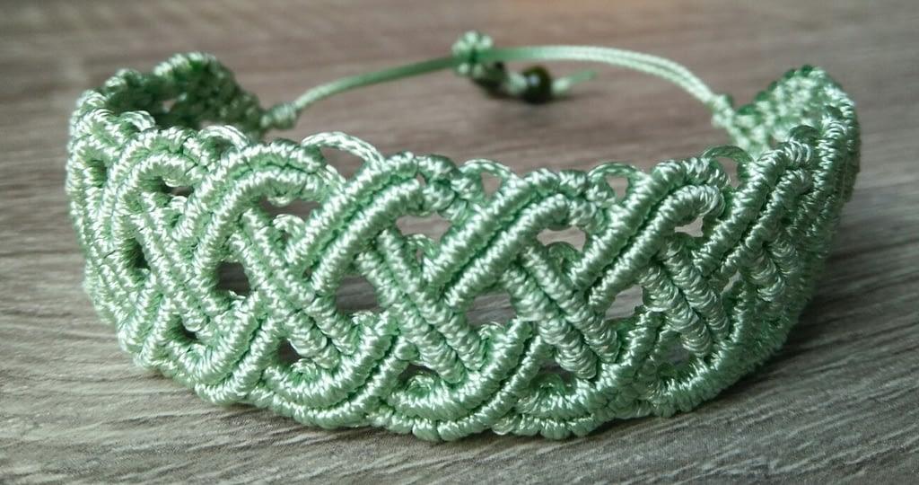 Svetlo zelena keltska narukvica